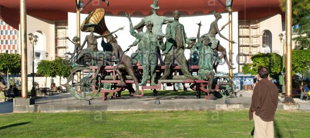 the-caruta-cu-paiate-sculpture-in-bucharest-the-capital-of-romania-DNC0YA